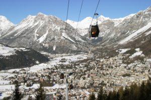 Come raggiungere gli impianti di risalita con gli sci